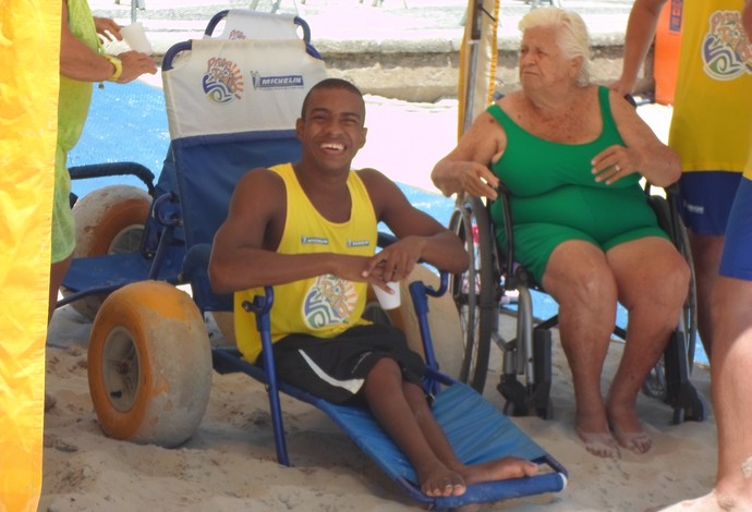 "marcelo cardoso projeto ""praia para todos"" (Foto: Luan Sanchez)"