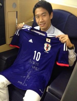 Kagawa comemora convocação para defender o Japão na Copa do Mundo (Foto: Reprodução/twitter)