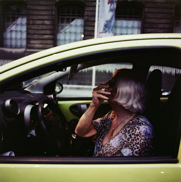 """""""La Vie en Rose"""" cont a história em fragmentos de Claudette, prostituta, hermafrodita, mas também pai, avô e marido dedicado (Foto: Malika Gaudin Delrieu )"""