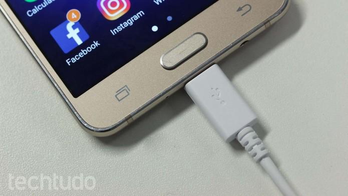 """Galaxy J5 Metal tem modo de """"Ultra economia"""" para poupar bateria (Foto: Ana Marques/TechTudo)"""