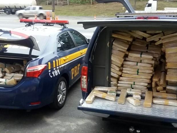 Maconha que estava escondida em caminhão foi encaminhada à Polícia Civil (Foto: PRF/Divulgação)
