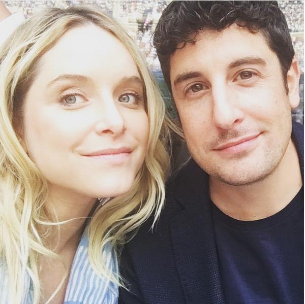 A atriz Jenny Mollen com o marido, o ator Jason Biggs (Foto: Instagram)