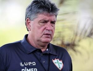 Geninho portuguesa treino (Foto: Marcos Ribolli / Globoesporte.com)
