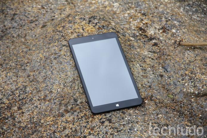 O Tablet Qbex 420i/V800 mostra a que veio? (Foto: Carol Danelli/TechTudo)