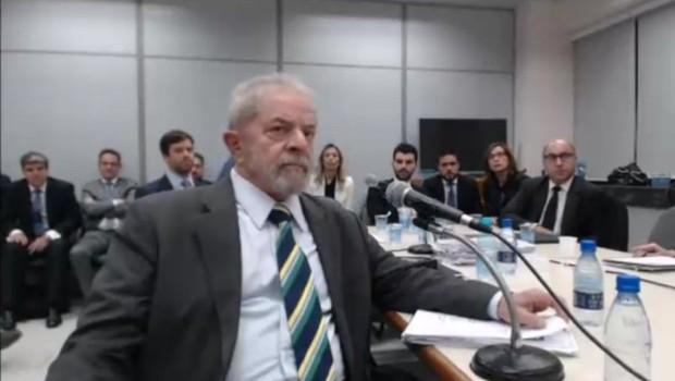 O ex-presidente Luiz Inácio Lula da Silva em depoimento ao juiz Moro em Curitiba (Foto: Reprodução/Justiça Federal do Paraná)