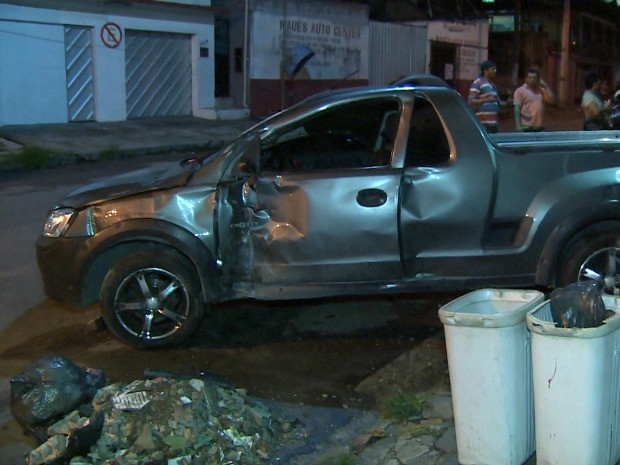 Acidente ocorreu na noite de domingo (20) (Foto: Reprodução/TV Amazonas)