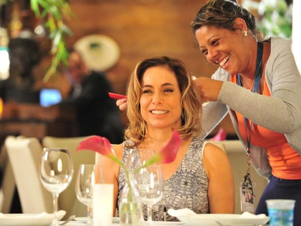 Cissa Guimarães se prepara antes de gravar (Foto: João Miguel Júnior/Rede Globo)