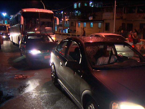 Trânsito Viaduto dos Motoristas Bahia (Foto: Imagem/TV Bahia)