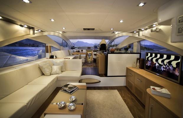Estaleiros vendem barcos de r 12 mi no guaruj casa for Decoracion barcos interiores