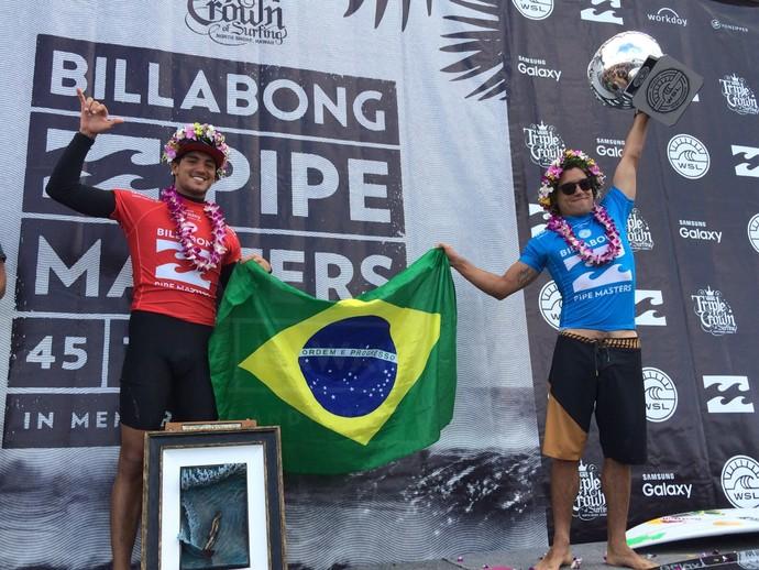 Adriano de Souza, o Mineirinho, é campeão mundial de surfe na 11 etapa do circuito mundial em Pipeline no Havaí. Gabriel Medina vence a Triplice Coroa Havaiana (Foto: David Abramvezt)