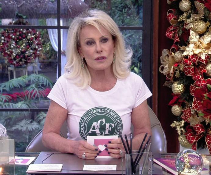 Ana Maria abre o 'Mais Você' usando a camisa da Chapecoense (Foto: TV Globo)