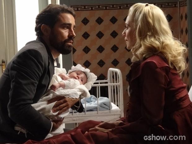 Fabrício se emociona ao ver filho e se declara para Lola (Foto: Joia Rara/TV Globo)