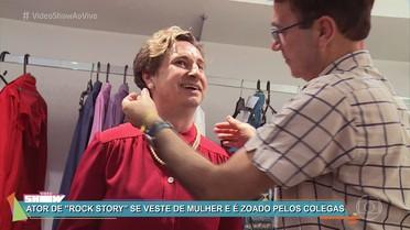 Leandro Daniel mostra transformação para viver tia Lourdes em 'Rock Story'