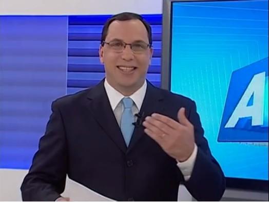 Apresentador Almir Vilanova volta à TV Asa Branca como aprentador do ABTV 1ª Edição (Foto: Reprodução/ TV Asa Branca)