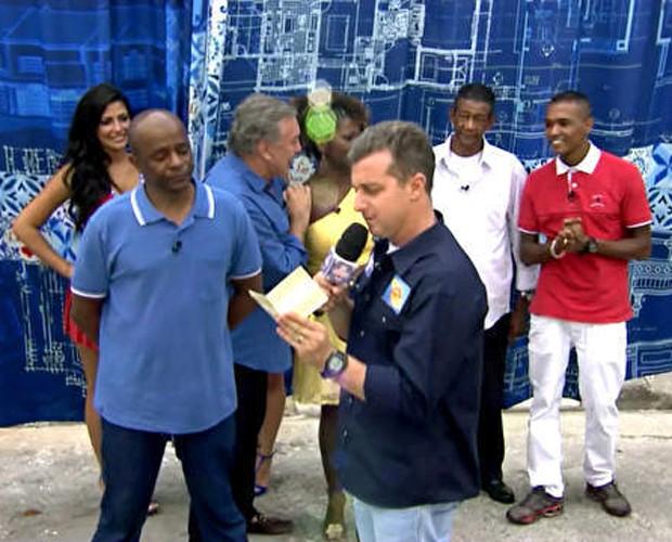 Luciano Huck irá entregar a casa para a família Barros (Foto: Caldeirão do Huck/TV Globo)