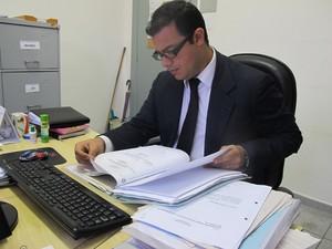 Depois de se formar, Danilo passou na OAB e foi trabalhar como advogado (Foto: Mariane Rossi/G1)