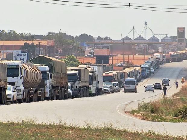Motoristas reclamam de congestionamentos no Trevo do Lagarto, em Várzea Grande (MT). (Foto: Reprodução/ TVCA)