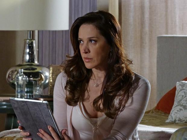 Lívia fica abalada com a conversa com Wanda (Foto: Salve Jorge/TV Globo)