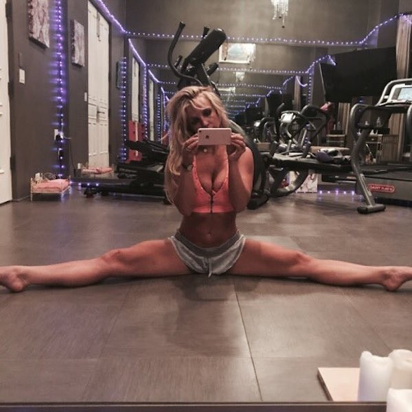 A cantora Britney Spears na academia (Foto: Twitter)