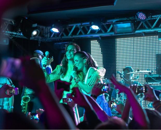 Ju Moraes divide palco com Ivete Sangalo (Foto: Reprodução/Filipe Rodrigues)
