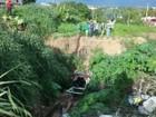 Carro com 4 pessoas tomba ao lado de ponte em Teresina