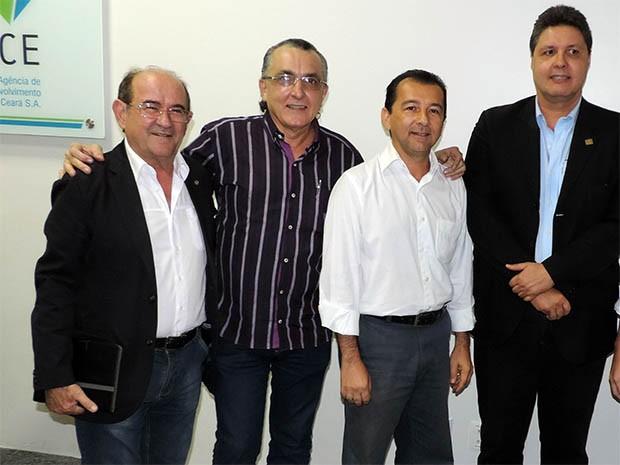 Da esquerda para a direita: secretário Antônio Balhmann, professor Francisco Alberto (Unifor), Roberto Marinho (CBA/CE) e Marcos Oliveira (FIEC) (Foto: Ariel Gomes/Adece)