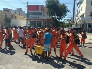 Servidores da limpeza urbana fazem manifestação (Foto: Ketherine Giovanessa/Arquivo Pessoal)