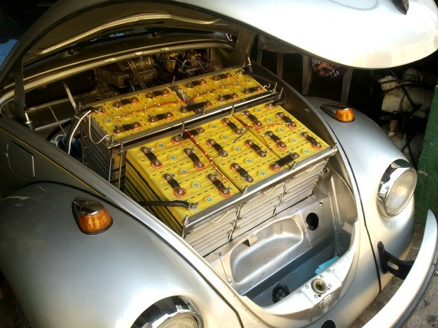 Carro é movido pela energia de 45 baterias de lítio, mesmo modelo que é usado em celulares (Foto: Divulgação / Acervo pessoal)