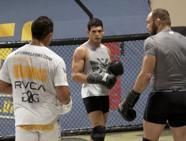 Cezar Mutante ; Vitor Belfort e Randy Couture MMA (Foto: Sara Levin / Divulgação)