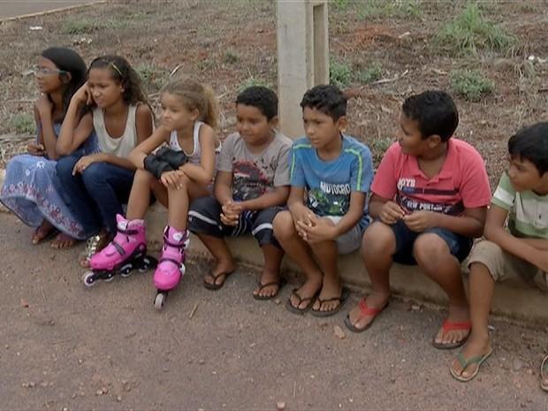 Alunos deixam de ir à escola por falta de ônibus (Foto: Reprodução/TV Anhanguera)