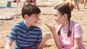 Termina o ano letivo. Nicolau, seus pais e a avó viajam para o litoral com o objetivo de aproveitar ao máximo o verão. Na praia, o menino faz novos amigos e conhece uma garota, Isabelle, que ele acredita ser sua futura esposa.