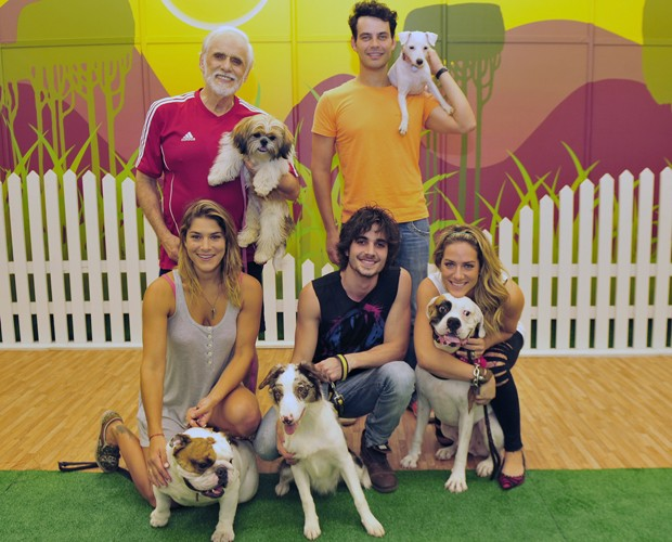 Elenco do Cachorrada VIP posa para foto oficial do quadro  (Foto: TV Globo/Alex Carvalho)
