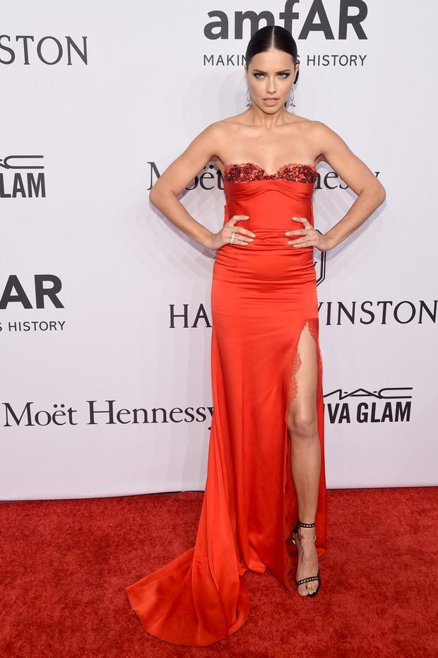 Adriana Lima em evento em Nova York, nos Estados Unidos (Foto: Michael Loccisano/ Getty Images/ AFP)