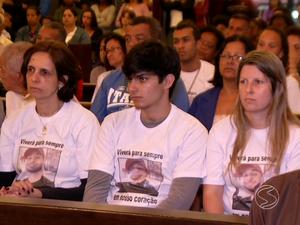 G1 Missa De 7º Dia Reúne Família E Amigos De Jovem Morto Em