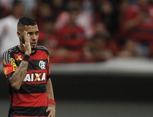 Paulinho Flamengo Coritiba (Foto: ADALBERTO MARQUES/ESTADÃO CONTEÚDO)