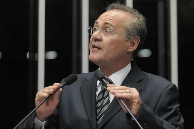 O senador Renan Calheiros (PMDB-AL) pede sanção de projeto que garante detalhamento de impostos no preço dos produtos (Foto: Moreira Mariz/Agência Senado)