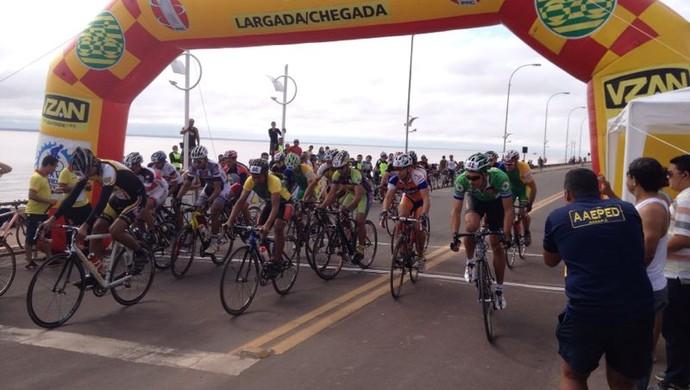 Dada a largada da Antonio Assmar 2014 (Foto: Celso Kato/Home/TV Amapá)