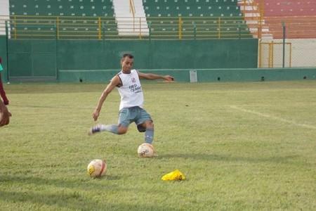 Lucas, lateral do Sertãozinho (Foto: Vinicius Alves)