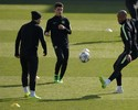 """Kompany acerta """"direto"""" em Agüero, e argentino acusa o golpe em treino do City"""
