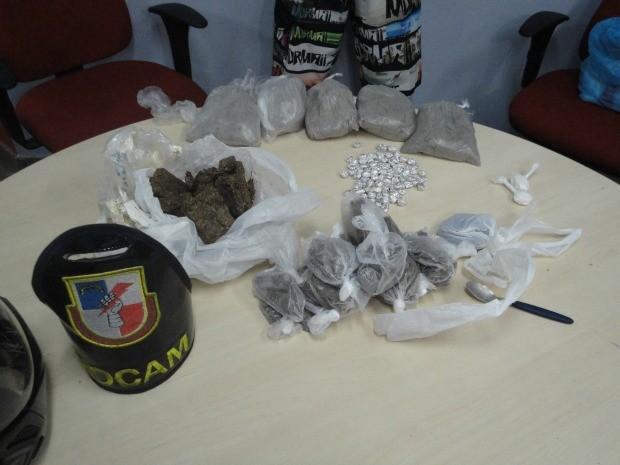 Polícia apreendeu 5kg de drogas com dois homens em Manaus (Foto: Divulgação/Polícia Militar)