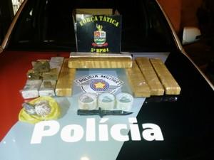 Polícia Militar apreende 10 quilos de maconha no Parque Aeroporto em Taubaté (Foto: Divulgação/ Polícia Militar)