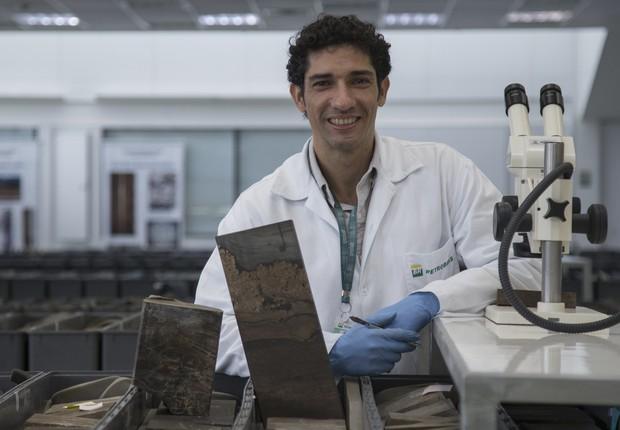 Samuel no Cenpes: estágio durante a faculdade e retorno como profissional após concurso público (Foto: Julio Cesar Guimarães)