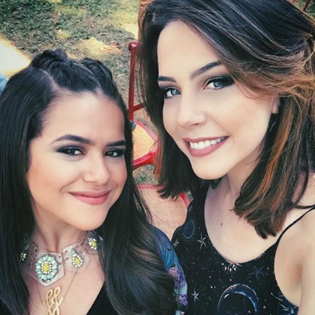 Bia Arantes e Maísa Silva nos bastidores de 'Carinha de Anjo' (Foto: Reprodução/Instagram)