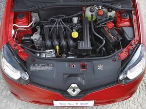 Motor do Renault Clio 2013 recebeu ajustes e agora tem 80 cavalos de potência (Foto: Divulgação)