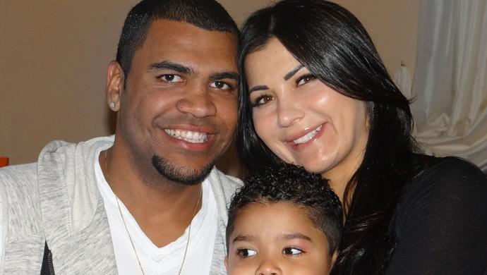 Breno, a esposa Renata e o filho Pietro (Foto: Raphael Honório)