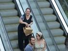 Paloma Duarte exibe barriguinha em passeio no Rio e confirma gravidez