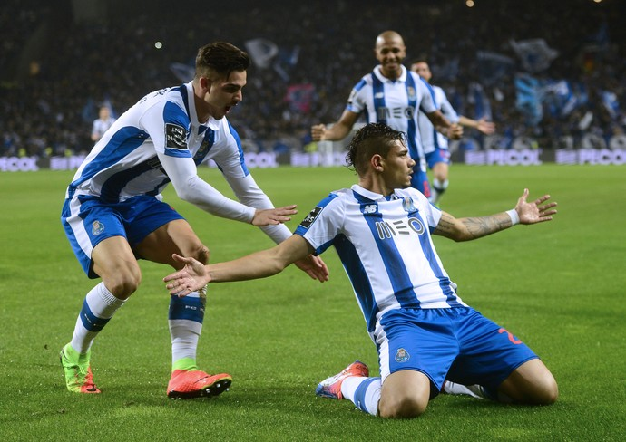 Tiquinho Soares gol Porto Sporting (Foto: Miguel Riopa/AFP)