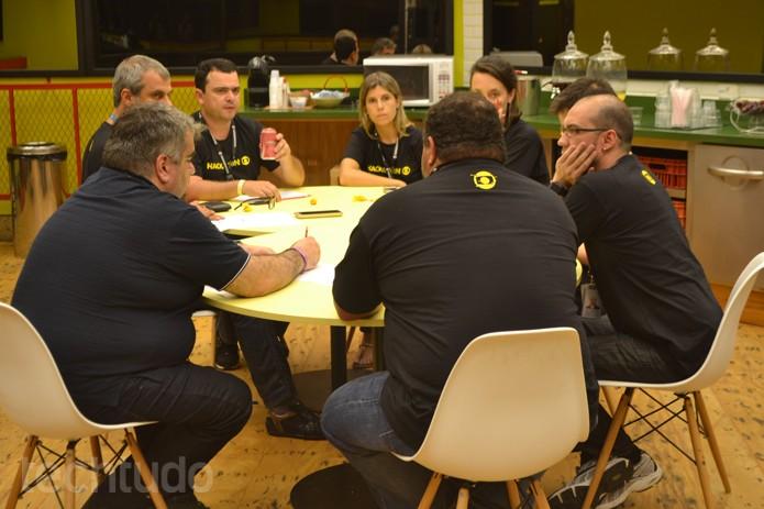 Banca do Hackathon Globo 2016 analisa os dez projetos dos desenvolvedores (Foto: Caio Bersot / TechTudo)