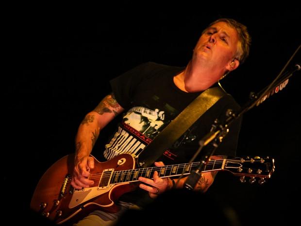 Mike McCready, guitarrista do Pearl Jam, se apresenta com a banda no Estádio do Morumbi, em São Paulo (Foto: Fabio Tito / G1)