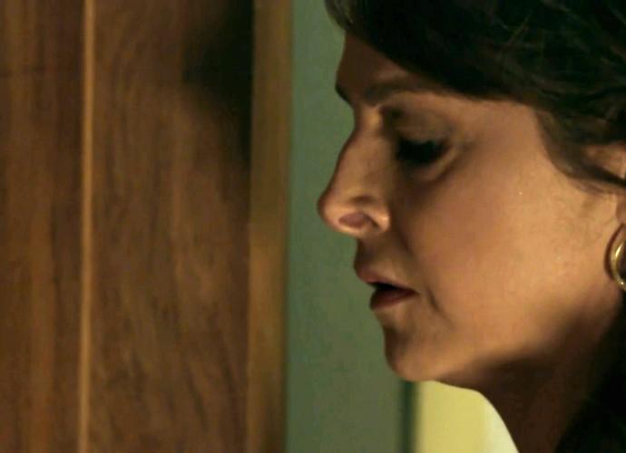 Carolina interrompe noite de amor de Angel e Alex (Foto: Gshow)